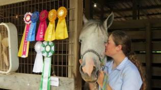 Bella Horseshowing2